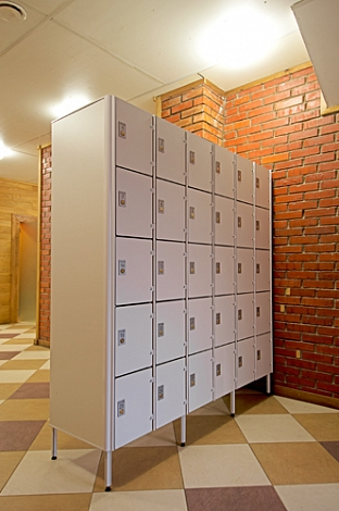 FIVE COMPARTMENT LOCKER